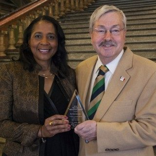DMU President Angela L. Walker Franklin accepts the Iowa Volunteer Hall of Fame honor from Governor Terry Branstad.