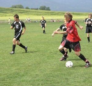 soccer-444240_1920-375x281